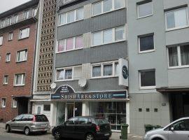 Schöne Wohnung in zentraler Lage! Mit Balkon! Badezimmer mit Badewanne + Dusche!