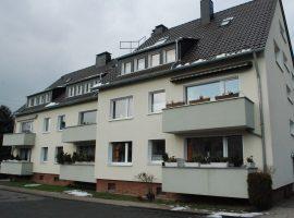 Komplett renovierte Übergabe:  Bevorzugte Wohnlage im Grünen. Dachgeschoss Wohnung = 2.OG