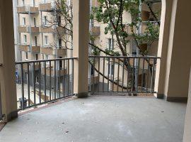 Komplett modernisiert und renoviert! Schöner großer Altbau in der Innenstadt mit 2 Balkonen.