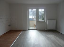 Moderne Wohnung mit Wohnküche und Balkon!