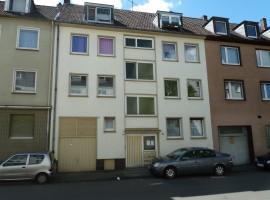 Gut aufgeteilte Wohnung mit Balkon in zentraler Wohnlage.