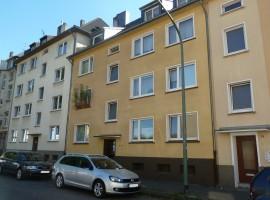 Einbauküche vorhanden. Erdgeschoss Wohnung in Frohnhausen Grenze Holsterhausen.