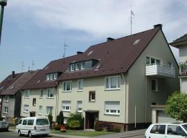 In Top Lage. Schöne helle Dachgeschoss-Wohnung im 2.OG mit Balkon. Radweg Richtung Klinikum Essen in der Nähe.