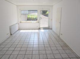 Renoviertes 1-Raum-Appartement mit kleiner Terrasse! Wohnung liegt zur ruhigen Hofseite!