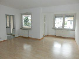 Gegenüber Girardethaus! Schöne Wohnung mit Balkon und Gäste-WC! Stellplatz verfügbar!