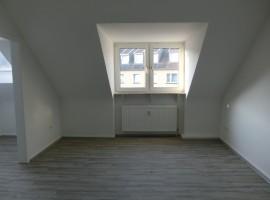 Komplett renoviert und bezugsfertig! Gemütliche Dachgeschosswohnung!