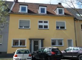 Ruhige Seitenstrasse. Gut aufgeteilte 2,5 Raum Wohnung in zentraler Lage.