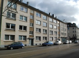 Zwischen den Stadtteilen Essen-Frohnhausen und Holsterhausen! Gute Raumaufteilung!