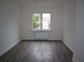 Modernisierte und bezugsfertige Wohnung mit neuem Badezimmer + Wohnküche!