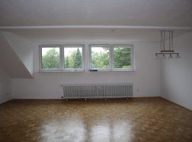 120 m² große Wohnung in ruhiger Lage mit eigenem großen Gartengrundstück! Anmietung Garagen möglich! Nähe Fahrradtrasse!