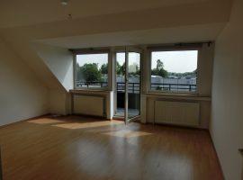 Dachgeschosswohnung mit Balkon! Anmietung eines Stellplatzes möglich!