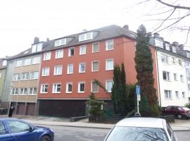 Schicke Dachgeschoss-Wohnung in Rüttenscheid. Nähe Schwimmzentrum Rüttenscheid.