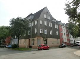 3,5 Raum Wohnung in ruhiger Seitenstrasse. Gervinuspark in der Nähe. Mietfrei für Selbstrenovierer.