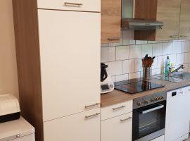 Gemütliche 2,5 Raum-Wohnung in Frohnhausen mit Balkon - zentrale Lage. Einbauküche möglich.