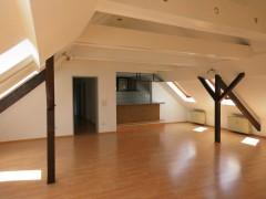 4-Raum-Wohnung mit großem, lichtdurchfluteten Wohnzimmer und offener Küche