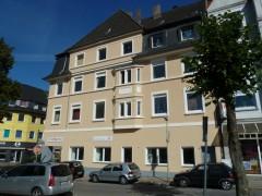 Schöner Altbau mit Blick auf den Frohnhauser Marktplatz. Mit Balkon.