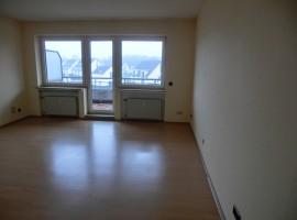 2-Zimmer-Wohnung mit Balkon im gepflegten Mehrfamilienhaus!