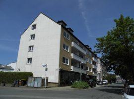 Helle, neu renovierte Wohnung mit Balkon