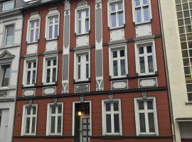 Im schönen Altbau - 2,5 Raum Wohnung mit Süd-Balkon in zentraler Lage von Frohnhausen.