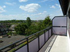 Komplett renoviert! Schöne Wohnung mit Balkon und Weitblick. Bevorzugte Wohnlage. Garage mgl.