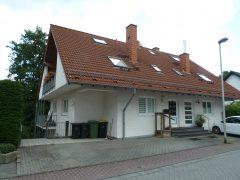 Königswinter. Hübsche Dachgeschosswohnung in ruhiger Siedlung mit Balkon u. PKW-Stellplatz.