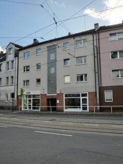 Zentral gelegene 3-Zimmer-Wohnung mit Balkon modernem Badezimmer und Gäste-WC!
