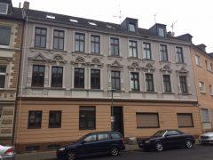 2,5 Raum Wohnung im Erdgeschoss mit kleiner Terrasse.