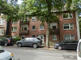 Komplett modernisiert und renoviert! Bezugsfertige 4-Zimmer-Wohnung mit Balkon!