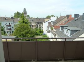 Geräumige 3-4 Zimmer Wohnung mit Balkon in Essen-Frohnhausen.