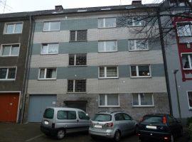 Tolle Wohnung mit Balkon in ruhiger Lage. Nähe Kronenberg Center.