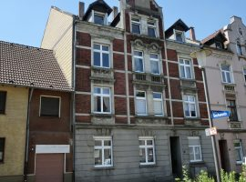 2 Zimmer-Altbau-Wohnung mit großem Balkon!