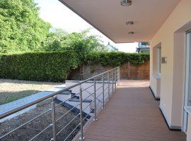 Luxus Wohnung mit eigenem Garten, Terrasse, Garage, Sauna etc. Maisonette Wohnung.