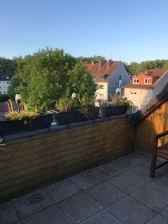 Mit schöner sonniger Dachterrasse. Modernes Duschbad. Etagenwohnung. Übernahme Einbauküche möglich!