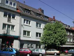 Bezugsfertig renovierte Wohnung im Dachgeschoss. 2 Zimmer, Wohnküche, Diele, Badezimmer , Frohnhausen